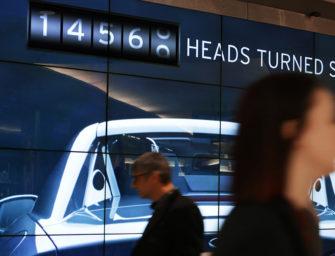 Билборд Mazda считает, сколько человек обернулось на него посмотреть