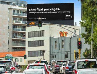 Страховая компания ahm провела в Мельбурне синхронизированную OOH-радио кампанию