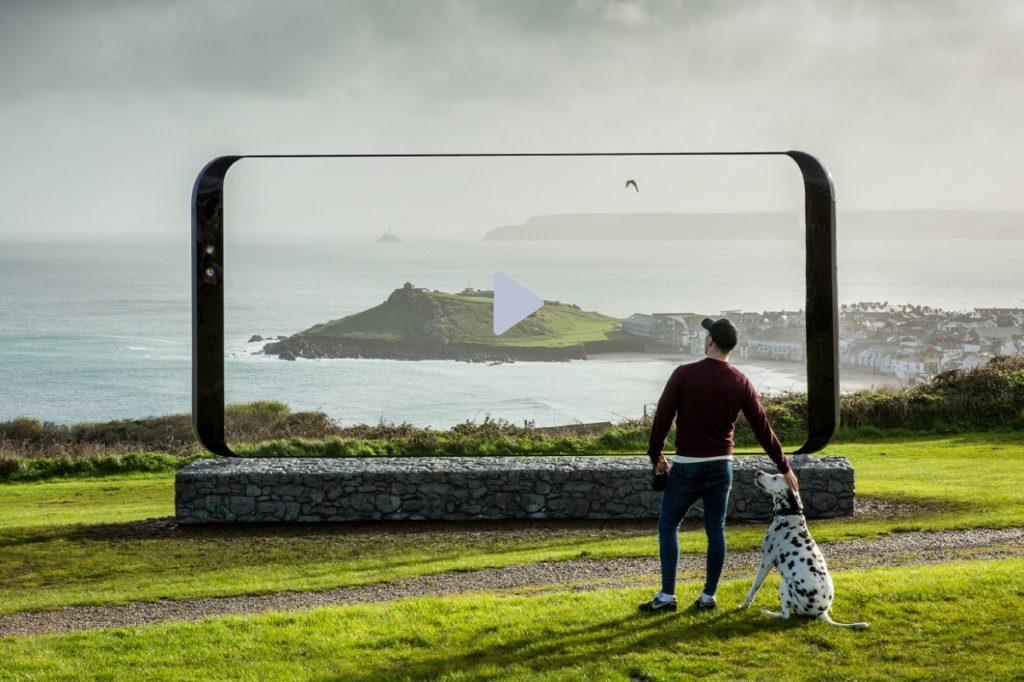 Samsung-Galaxy-S8-Sculpture-UK