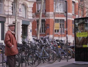 Легкомысленных пешеходов напугали билбордом, имитирующем аварию