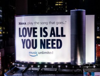 Amazon установила на Таймс-сквер 24-метровую инсталляцию в виде колонки Echo