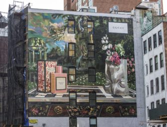 В Нью-Йорке и Милане появились муралы Gucci Bloom