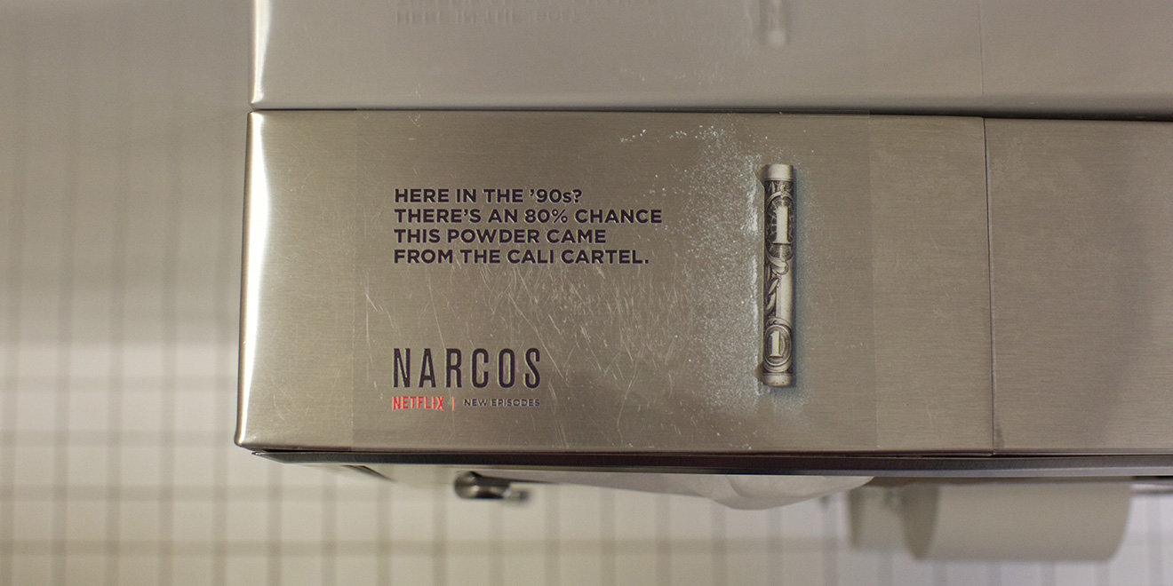 narcos-netflix-bathroom
