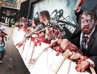 Британский парк развлечений установил билборд с живыми мертвецами