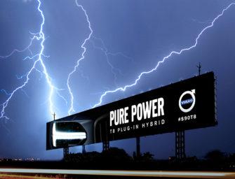 Volvo создала в Бангкоке билборд, работающий от удара молнии