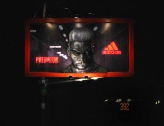 Adidas продвигает в Индии бутсы Predator с помощью 3-D билборда