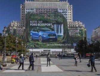Ford установил мировой рекорд по размеру рекламного баннера