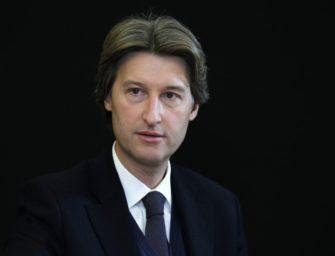 Генеральный директор JCDecaux считает целесообразным поглощение Clear Channel, но в ближайших планах компании этого нет