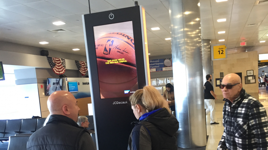 JCDecaux-charging-station-airport