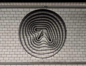 В Лондонской подземке появились загадочные постеры Aphex Twin