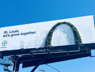 Bayer отметил слияние с Monsanto билбордом из зелени