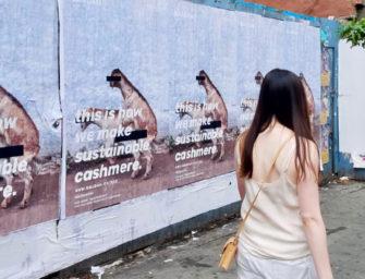 Полторы тысячи плакатов со спаривающимися кашмирскими козами анонсируют открытие магазина шерстяного трикотажа в Нью-Йорке