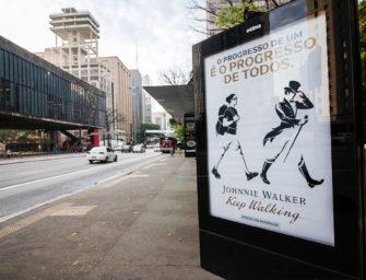 У символа Johnnie Walker появились друзья в новой рекламной кампании