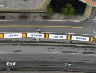 В Атланте создали билборд из 72 движущихся автобусов