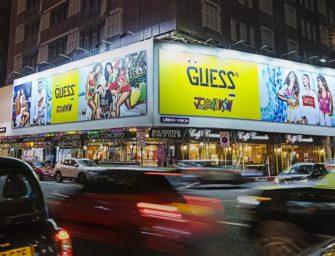 Реклама коллекции J Balvin × Guess очищает воздух в Лондоне