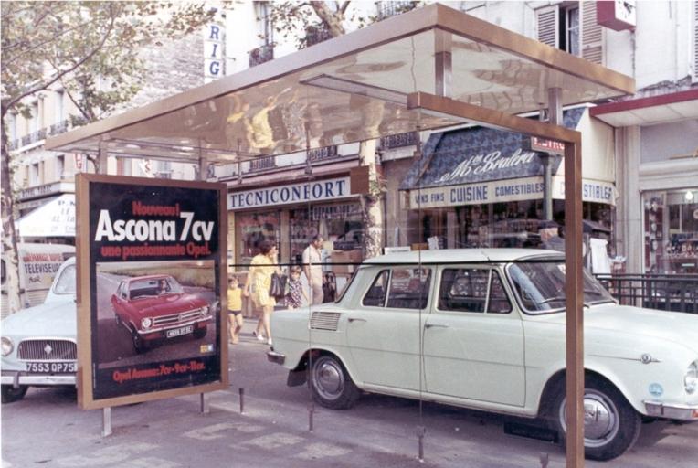 JCDecaux-bus-shelter-Lyon-1964