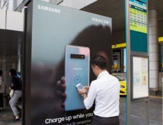 Samsung превратил автобусные остановки в станции беспроводной зарядки