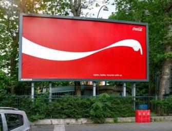 Билборды Coca-Cola призывают не разбрасывать мусор