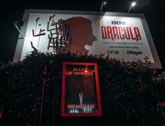 BBC «оживила» Дракулу на билбордах в Лондоне