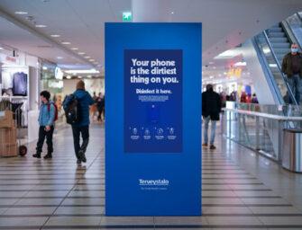 Рекламоносители в Финляндии превратили в дезинфекторы для телефонов