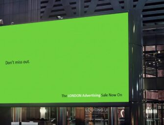 London Advertising объявило в наружной рекламе о январской распродаже услуг