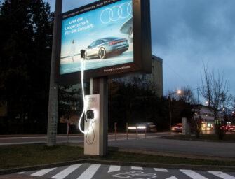 Бесплатно зарядить электромобиль в Австрии можно от билборда