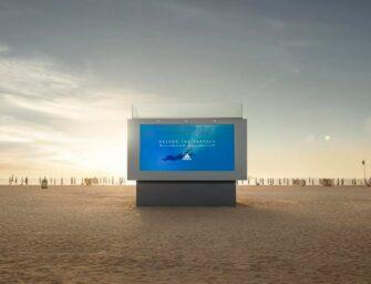 Перший у світі білборд, в який можна пірнути, встановлено Adidas на пляжі в Дубаї