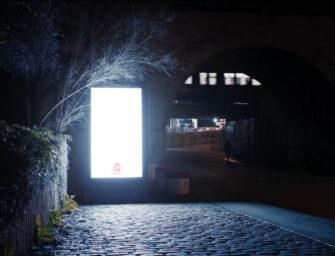 Паризьку зовнішню рекламу підсвітили ще дужче — заради безпеки жінок