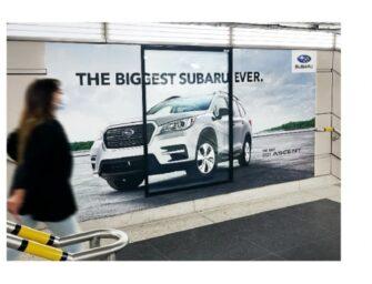 Новий кросовер «Субару» настільки великий, що не поміщається в місце під рекламу